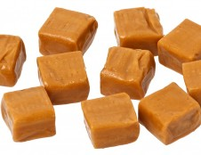 Mergina, gaminanti karamelę: svarbiausia – disciplina