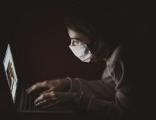Europos Komisija didina mokslinių tyrimų finansavimą: skirs 120 mln. EUR vienuolikai naujų kovos su virusu ir jo atmainomis projektų